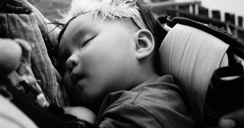 Bebe dorme de colo