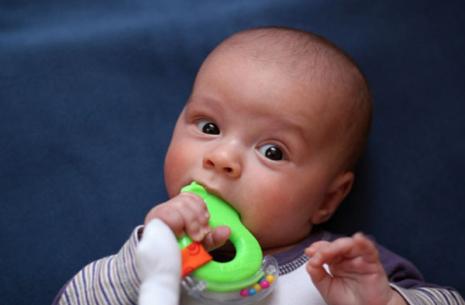 Bebê com mordedor
